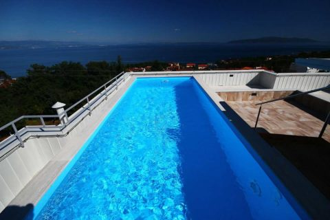 design-apartments-with-rooftop-swimming-pool-bazen-2