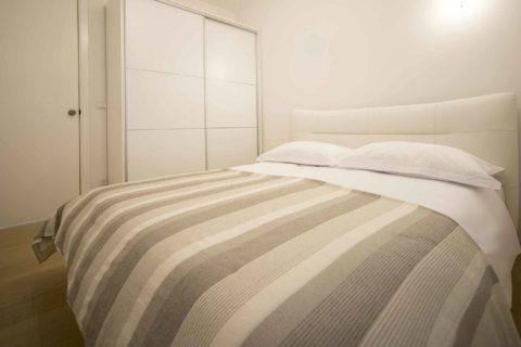 modern-apartment-near-the-sea-room
