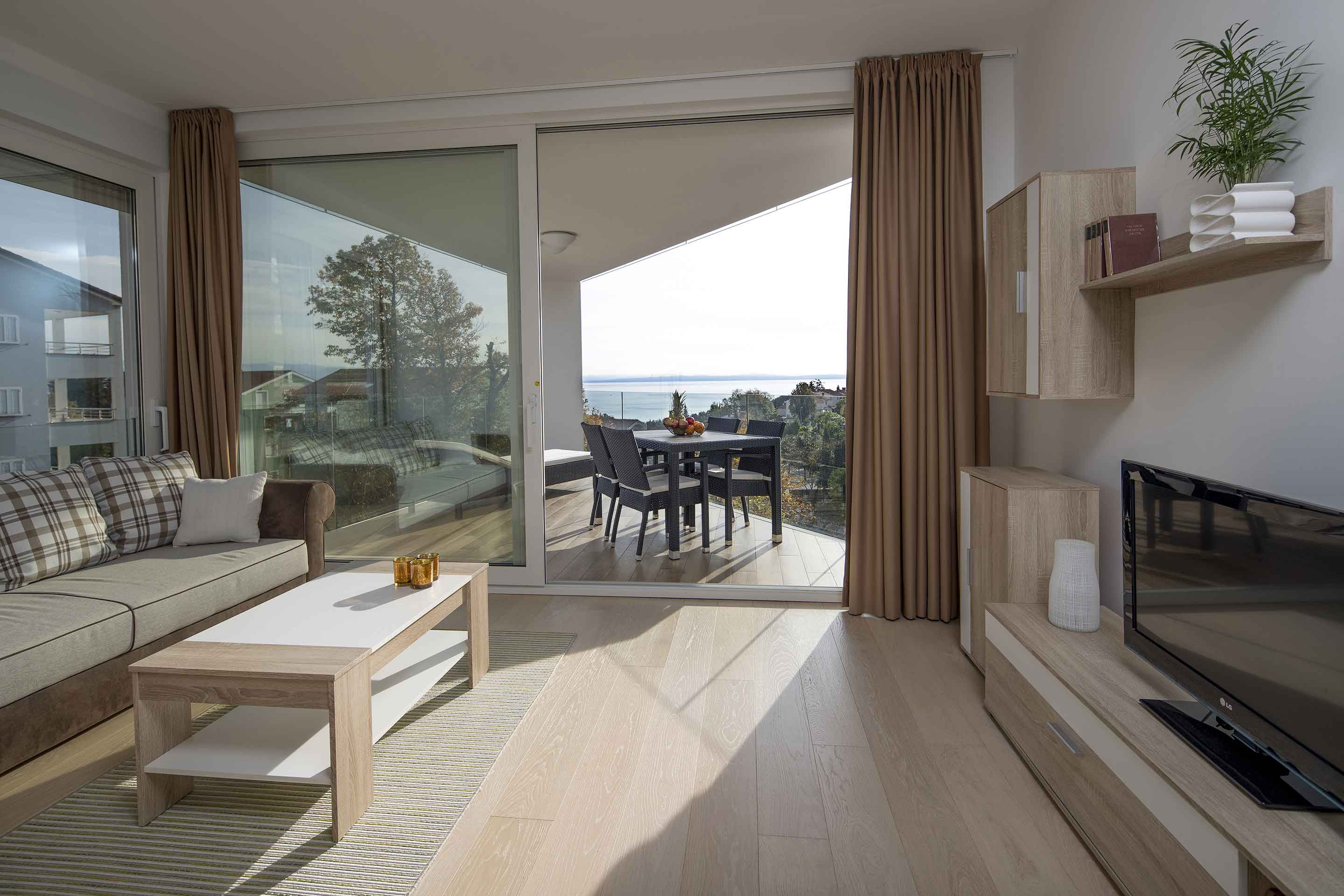 modern-apartment-near-the-sea-view
