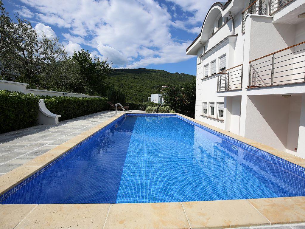 new-luxury-apartments-pool-2