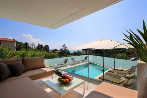 a2- designed-apartment-with-swimming-pool-near-the-beach-terasa