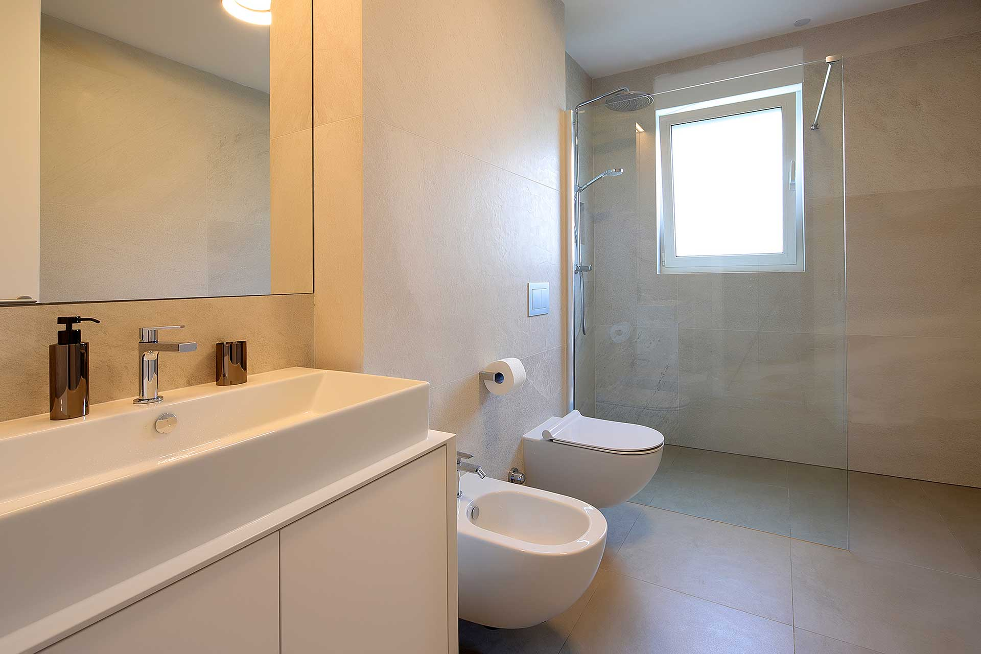 s3-stylish-apartment-100m-from-the-beach-bathroom