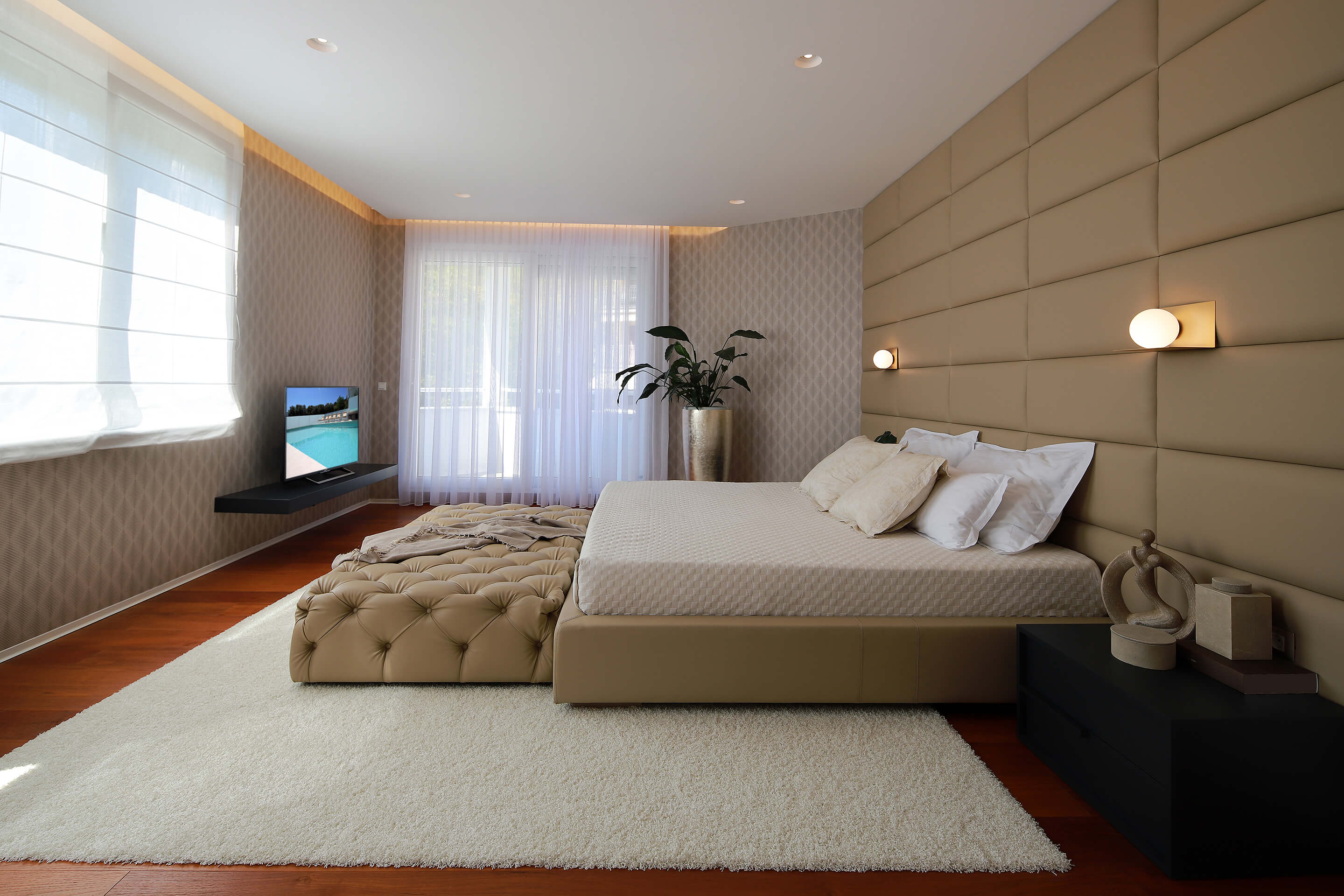 penthouse - master bedroom - beautiful - spacious - tv