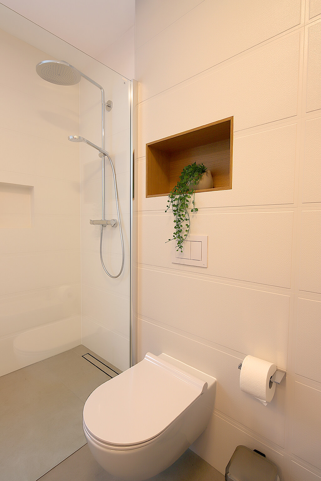 a1-designed-apartment-with-swimming-pool-near-the-beach-toilet