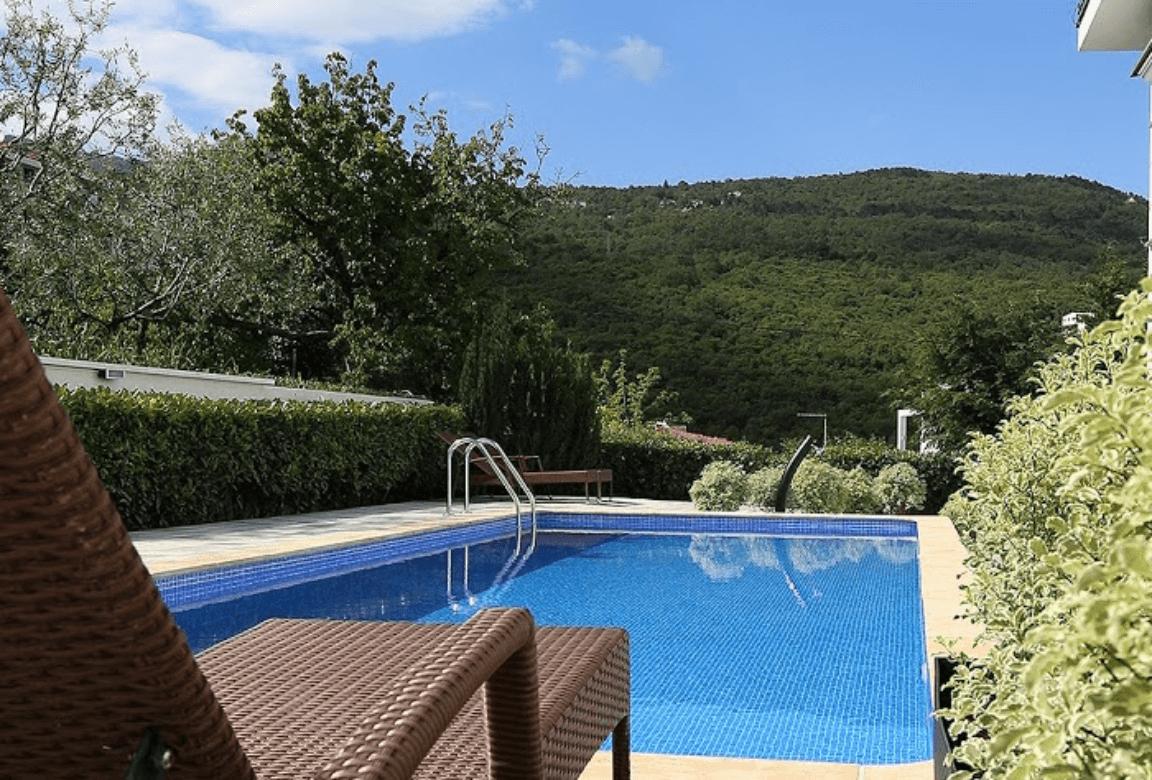 New luxury - pool - deck chairs - garden