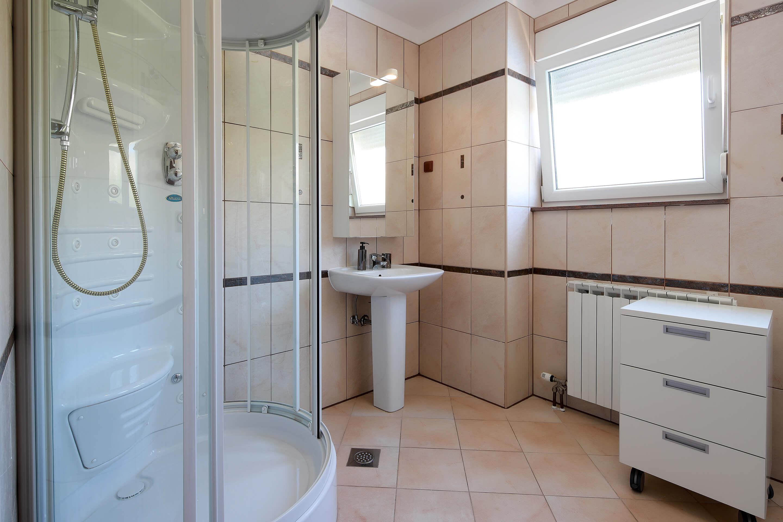 A4 bathroom - shower