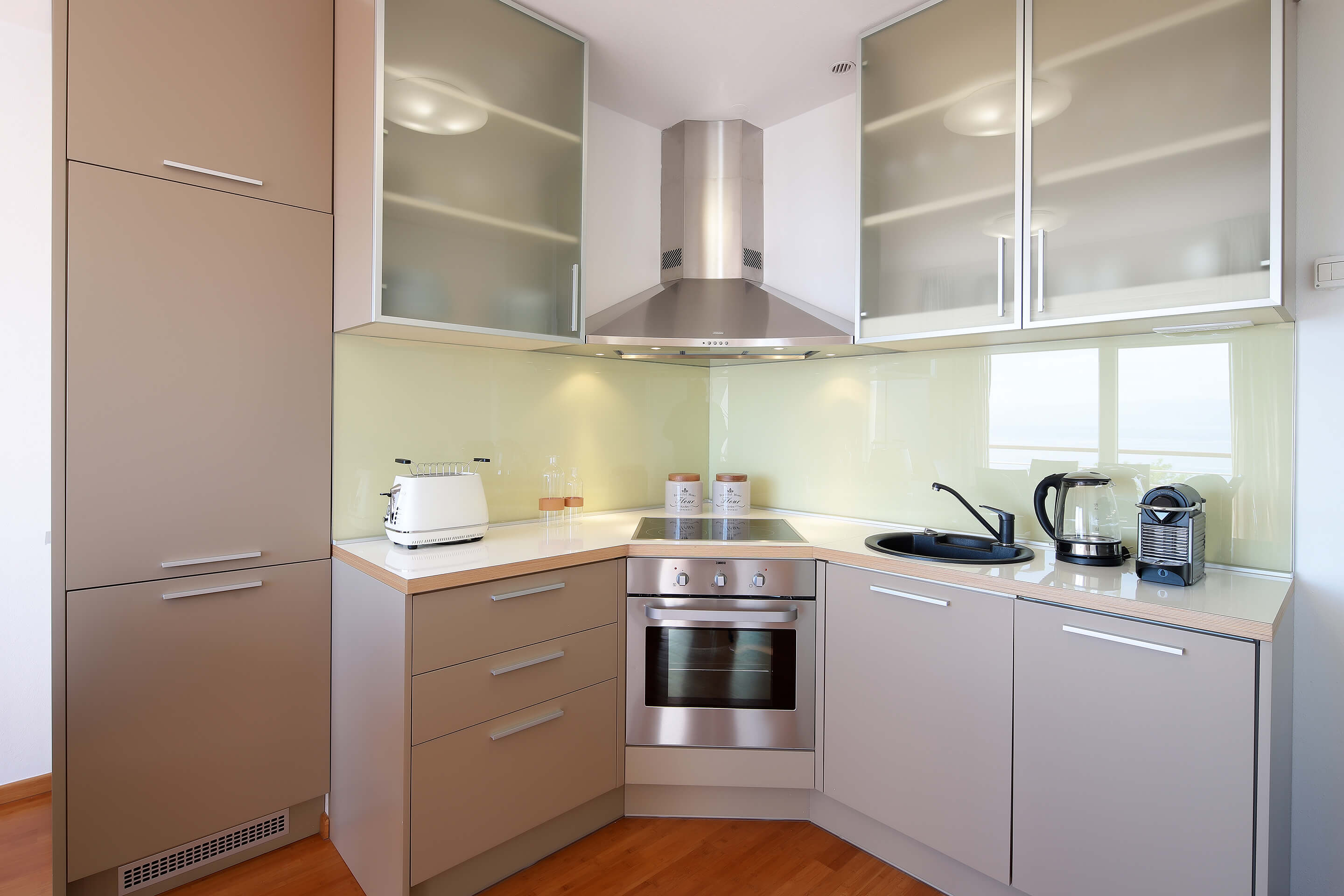 A4 kitchen - dining area - electric kettle - toaster - coffee machine - decoration details