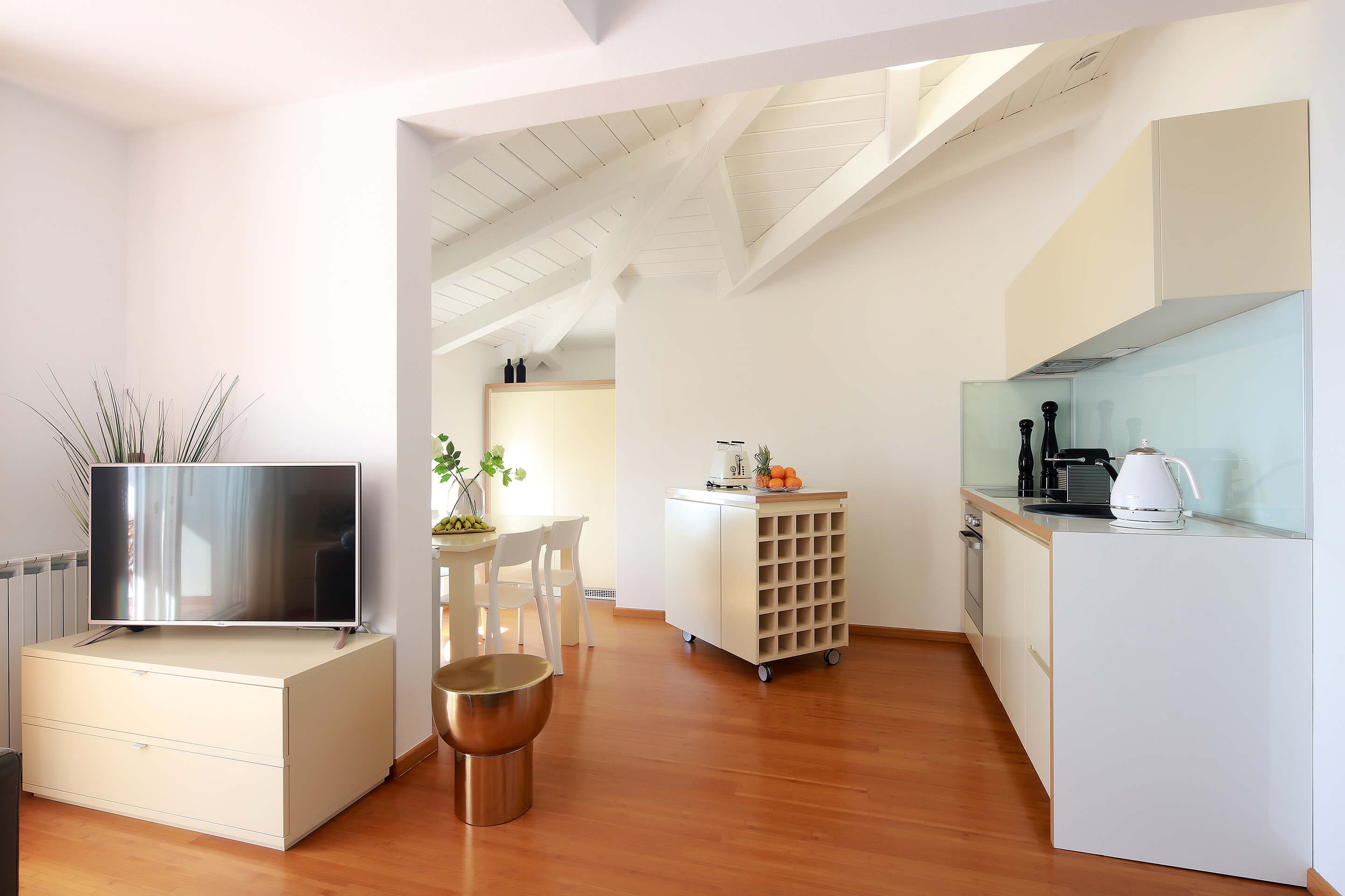 A5 - new luxury - kitchen - dining area - accessories - electric kettle - nespresso machine - toaster