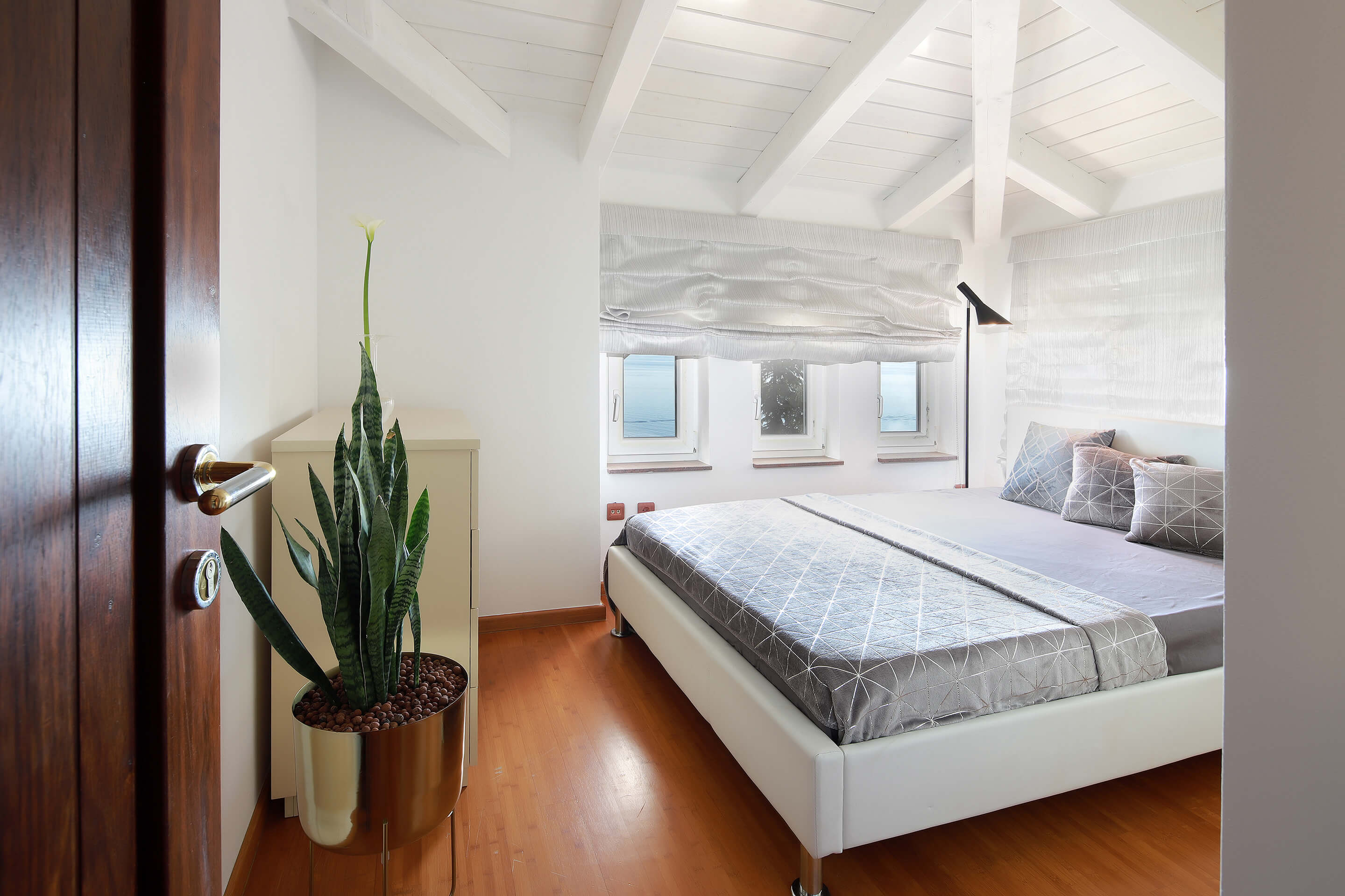 A5 - new luxury - bedroom - sea view - decorations