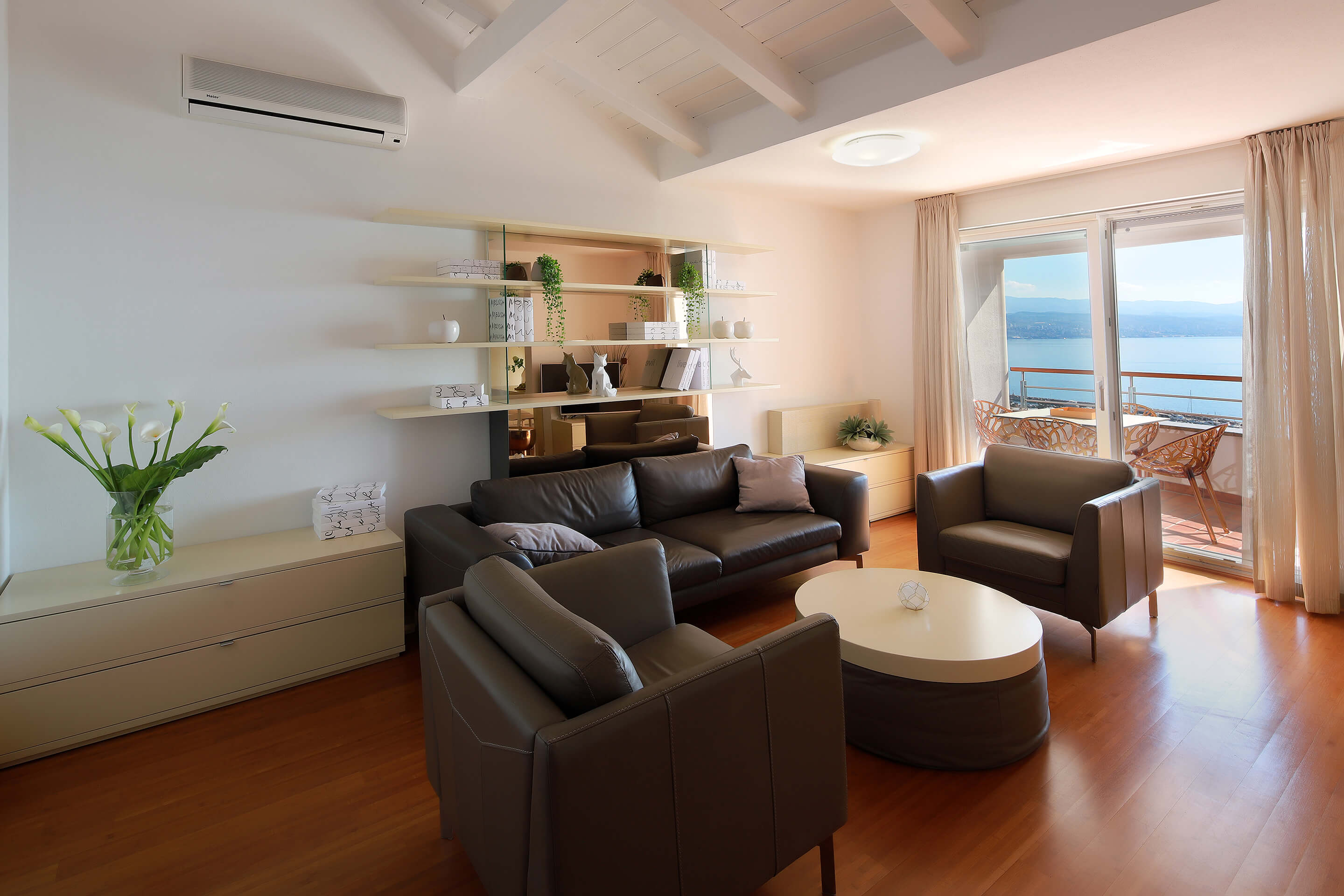 A5 - new luxury - living room - balcony - sea view - decorations