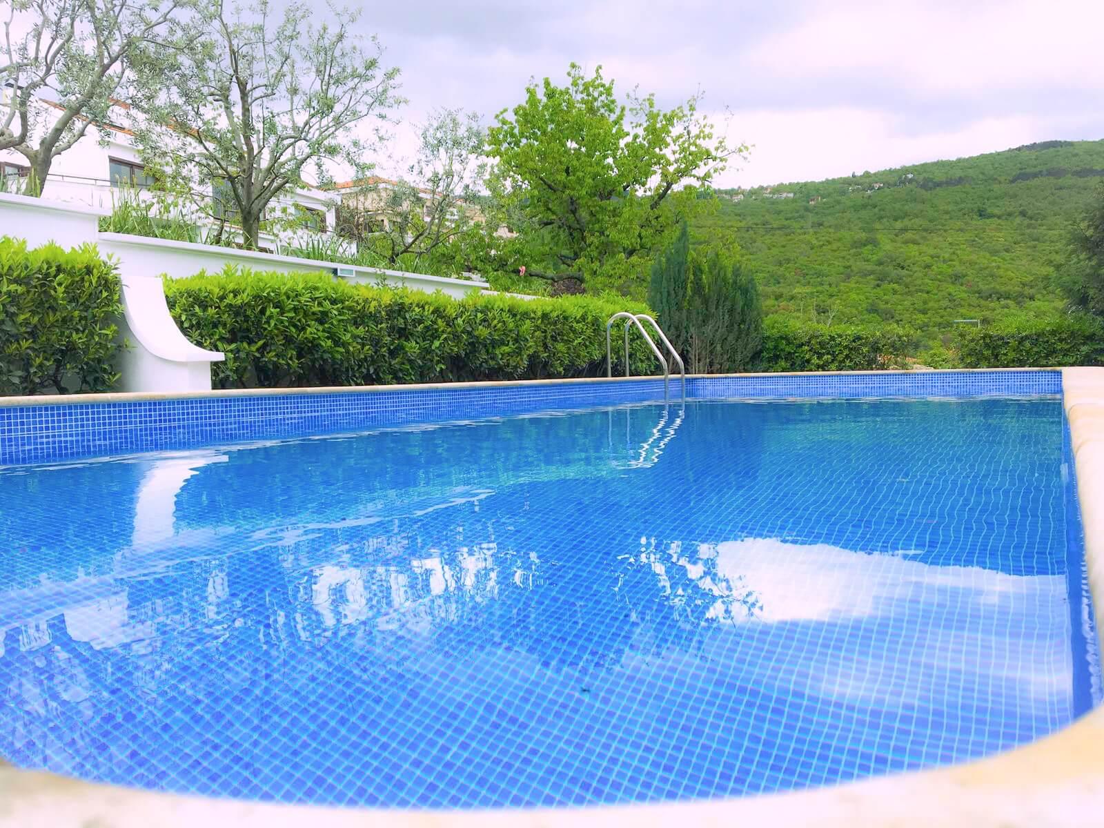 New luxury -pool - garden